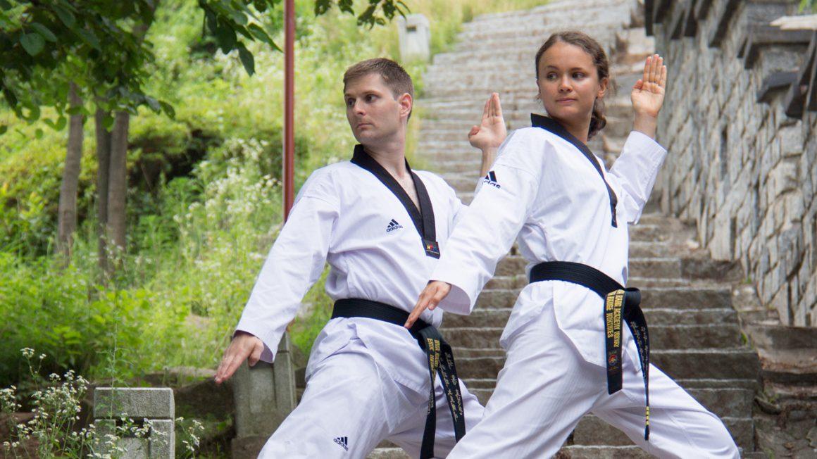 Anna og Erik i teakwondostilling